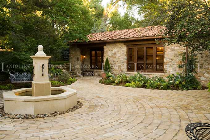 tuscan-blend-veneer-courtyard-fountain
