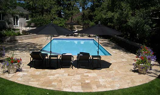 classic-mix-travertine-pool-deck-tumbled-paving-527-315
